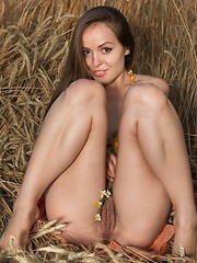 Arina G show off her hairy pussy in a field